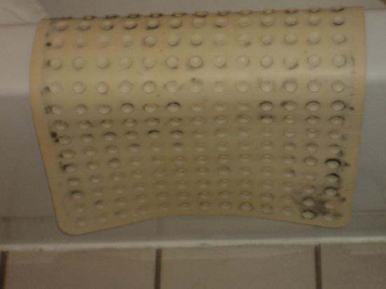 how to get mould off rubber bath mat